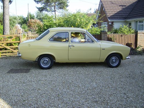 1974 FORD ESCORT MK I 2 DOOR 1.1. 2 OWNERS FROM NEW. SOLD (picture 2 of 6)