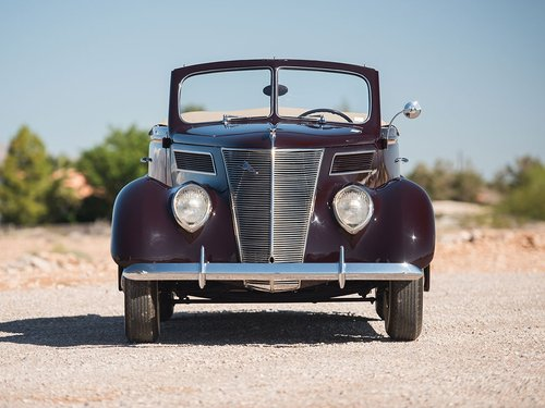 Show Condition 1937 Ford V8 DeLuxe Roadster For Sale (picture 1 of 6)