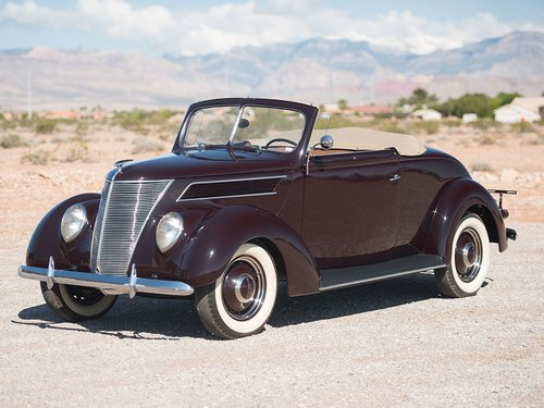 Show Condition 1937 Ford V8 DeLuxe Roadster For Sale (picture 2 of 6)