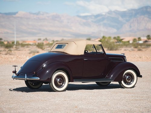 Show Condition 1937 Ford V8 DeLuxe Roadster For Sale (picture 3 of 6)