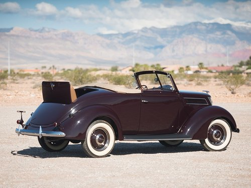 Show Condition 1937 Ford V8 DeLuxe Roadster For Sale (picture 4 of 6)
