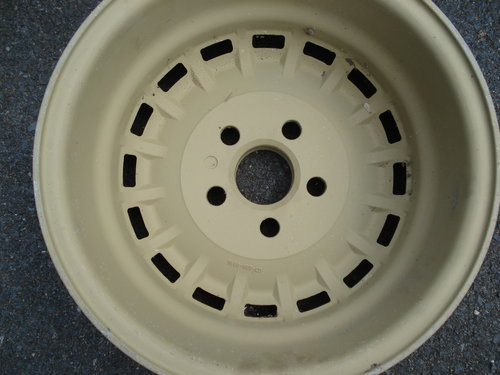 Set of alloy wheels For Sale (picture 3 of 3)