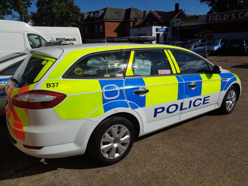 MONDEO POLICE CAR  FILM UNIT  (picture 5 of 6)