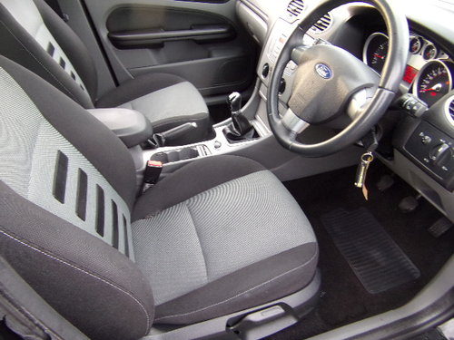 2009 Ford Focus Zetec 100 (Full Service History) For Sale (picture 5 of 6)