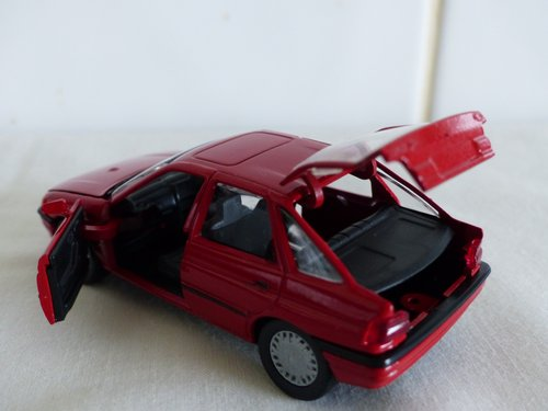 FORD ESCORT GHIA-FORD DEALER ISSUE-1:43 scale For Sale (picture 3 of 6)