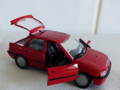FORD ESCORT GHIA-FORD DEALER ISSUE-1:43 scale For Sale (picture 5 of 6)
