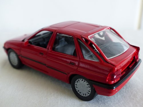 FORD ESCORT GHIA-FORD DEALER ISSUE-1:43 scale For Sale (picture 6 of 6)