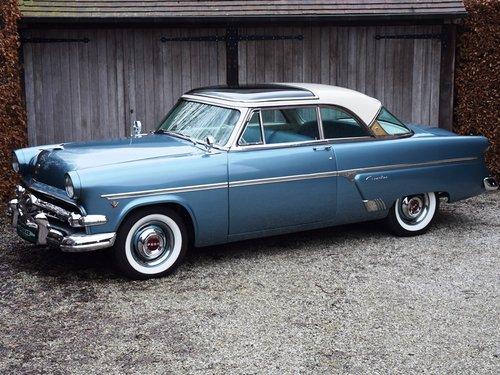 1954 Completely restored Ford Crestline Skyliner For Sale (picture 1 of 6)