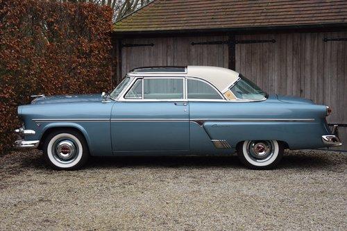 1954 Completely restored Ford Crestline Skyliner For Sale (picture 2 of 6)