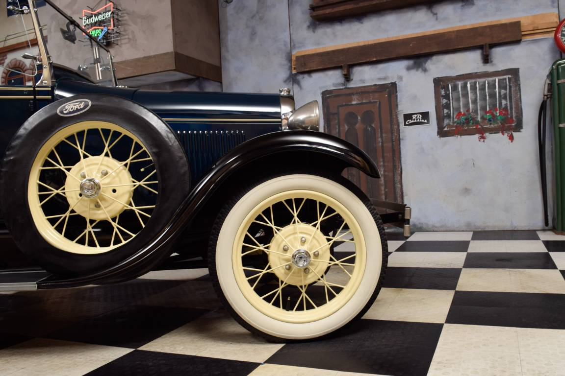 1928 Ford Model A Deluxe Roadster For Sale (picture 3 of 6)