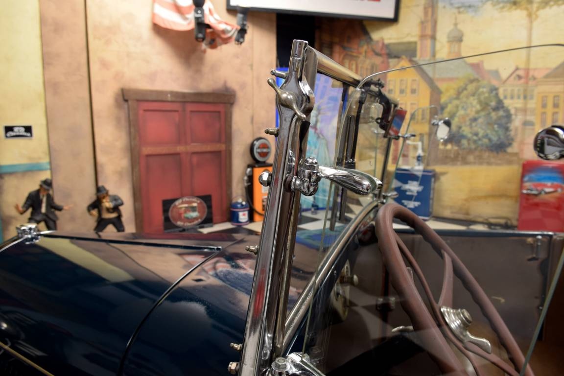 1928 Ford Model A Deluxe Roadster For Sale (picture 4 of 6)
