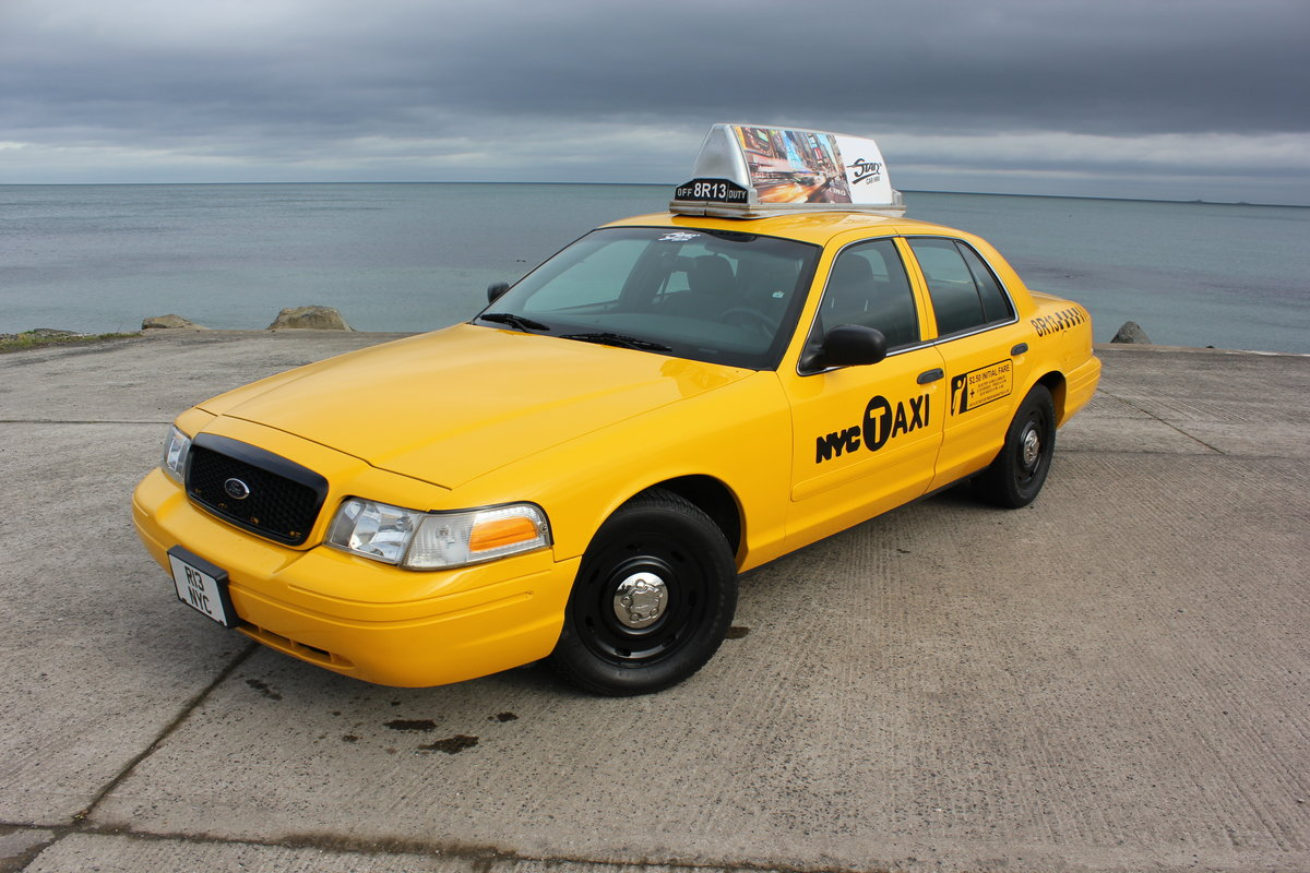 MINT 2003 Ford Crown Victoria New York Taxi Cab For Sale (picture 1 of 6)
