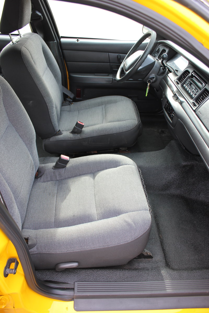 MINT 2003 Ford Crown Victoria New York Taxi Cab For Sale (picture 5 of 6)