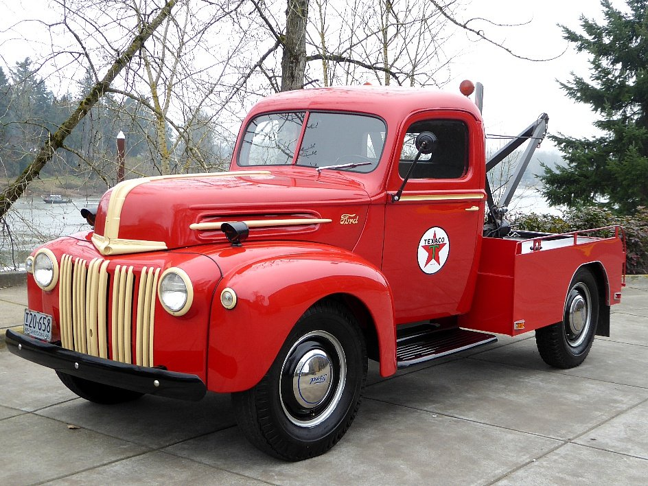 1946 Ford Tow Truck = Full Rested Red Rare Find $25.5k For Sale (picture 1 of 6)