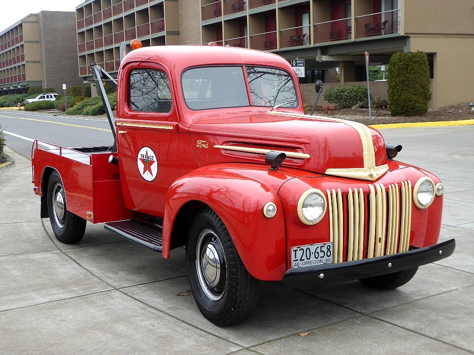 1946 Ford Tow Truck = Full Rested Red Rare Find $25.5k For Sale (picture 2 of 6)