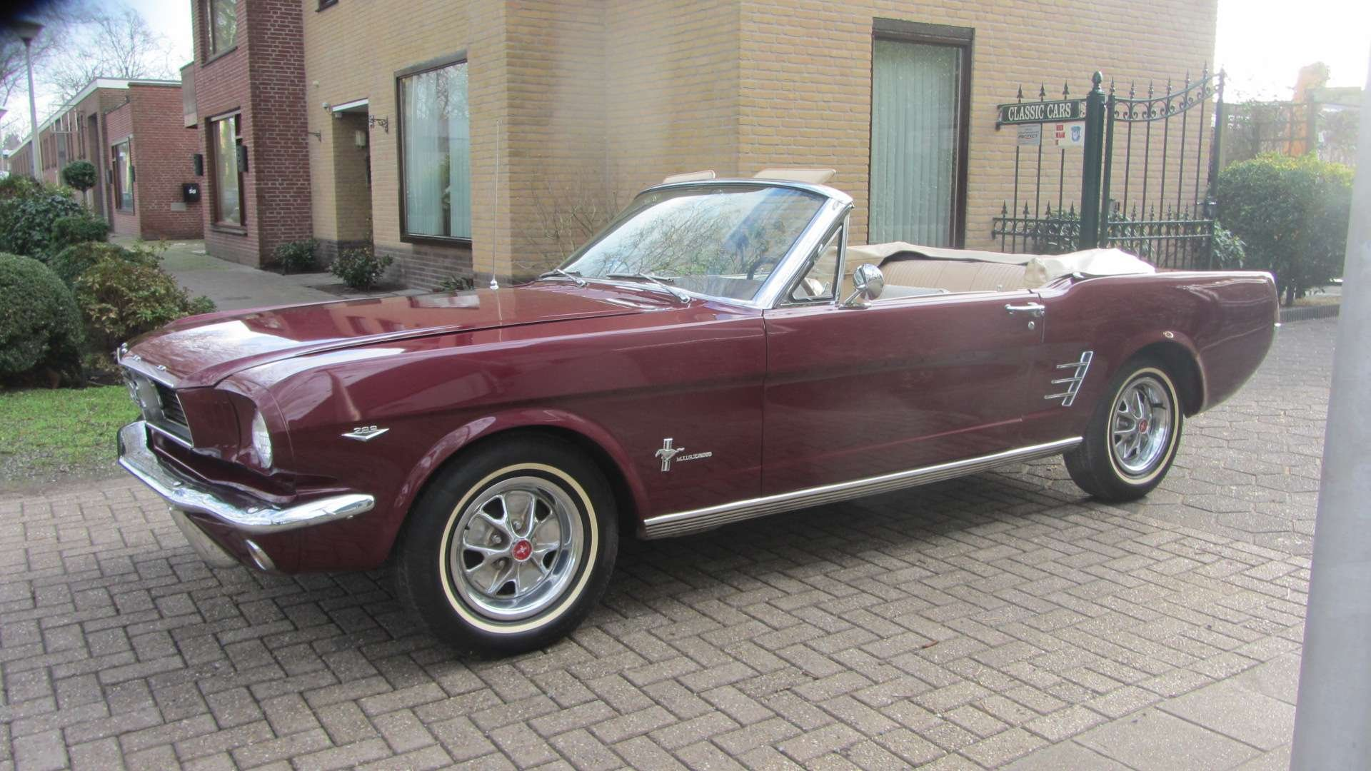 Ford Mustang V 8 Pony Intr 1966  & 50 USA Classics For Sale (picture 4 of 6)