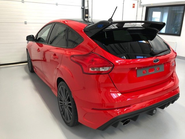 Ford Focus RS MK3 Red Edition 2018 One Owner and Just 2,125  SOLD (picture 3 of 6)