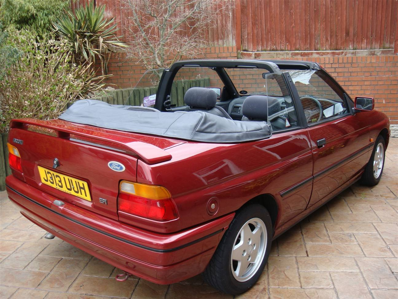 1992 Escort Cabriolet (Bardolino Red ) SOLD (picture 3 of 6)