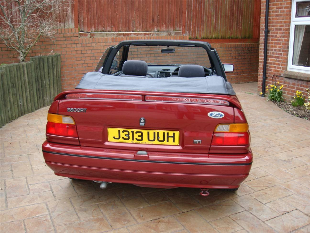 1992 Escort Cabriolet (Bardolino Red ) SOLD (picture 4 of 6)