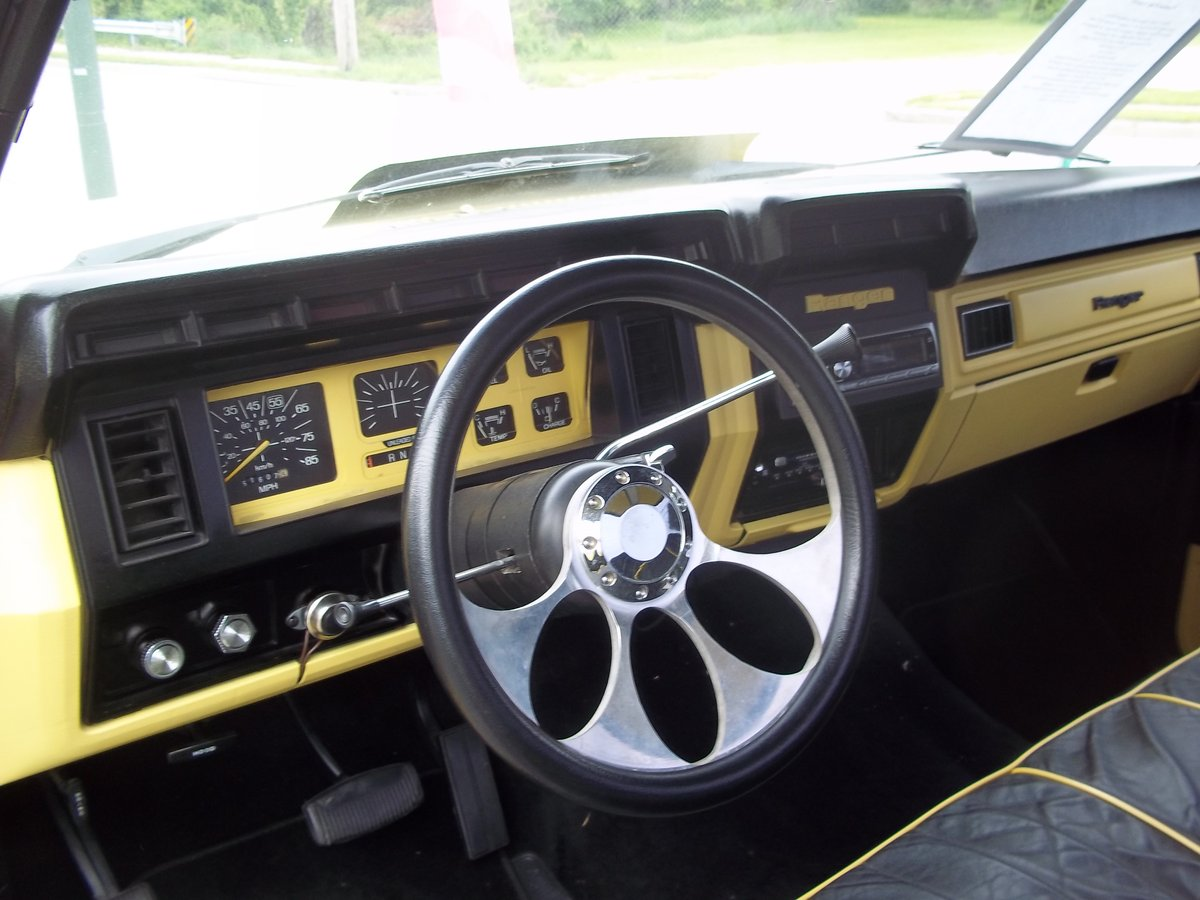1981 Ford F100 Short Bed For Sale Custom Show Truck For Sale (picture 5 of 6)