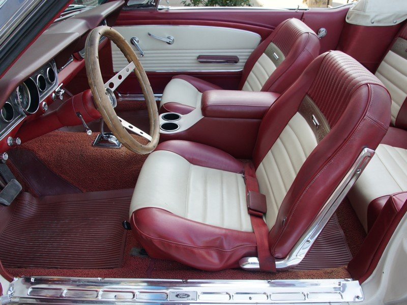 1966 Ford Mustang Convertible with disc brakes, pony interior For Sale (picture 3 of 6)