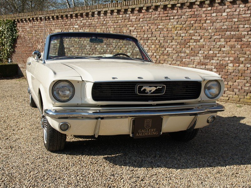 1966 Ford Mustang Convertible with disc brakes, pony interior For Sale (picture 5 of 6)