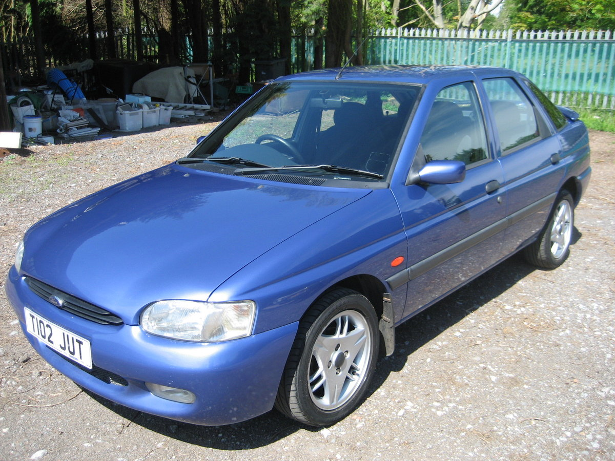 1999 Ford Escort 1.6 Finesse 5 door SOLD (picture 1 of 6)