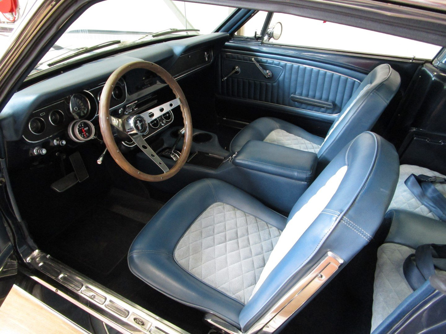 1965 Ford Mustang 289 V8 Fastback 2+2 For Sale (picture 4 of 6)
