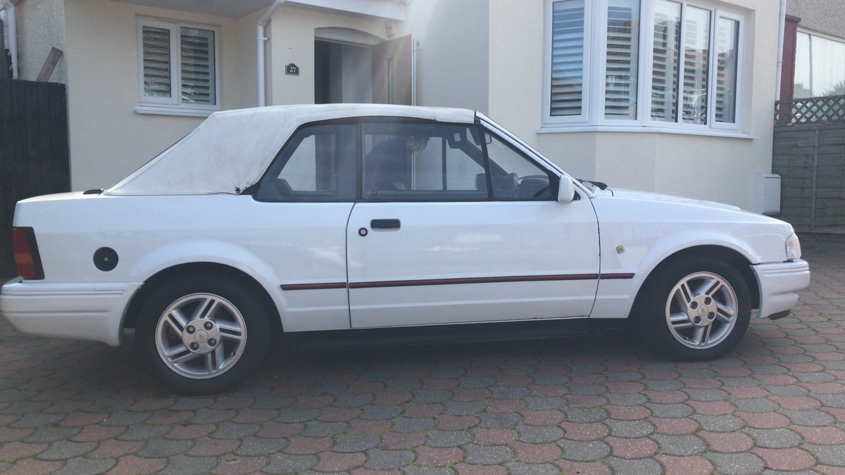 1988 Ford Escort 1.6i Cabriolet For Sale (picture 2 of 6)