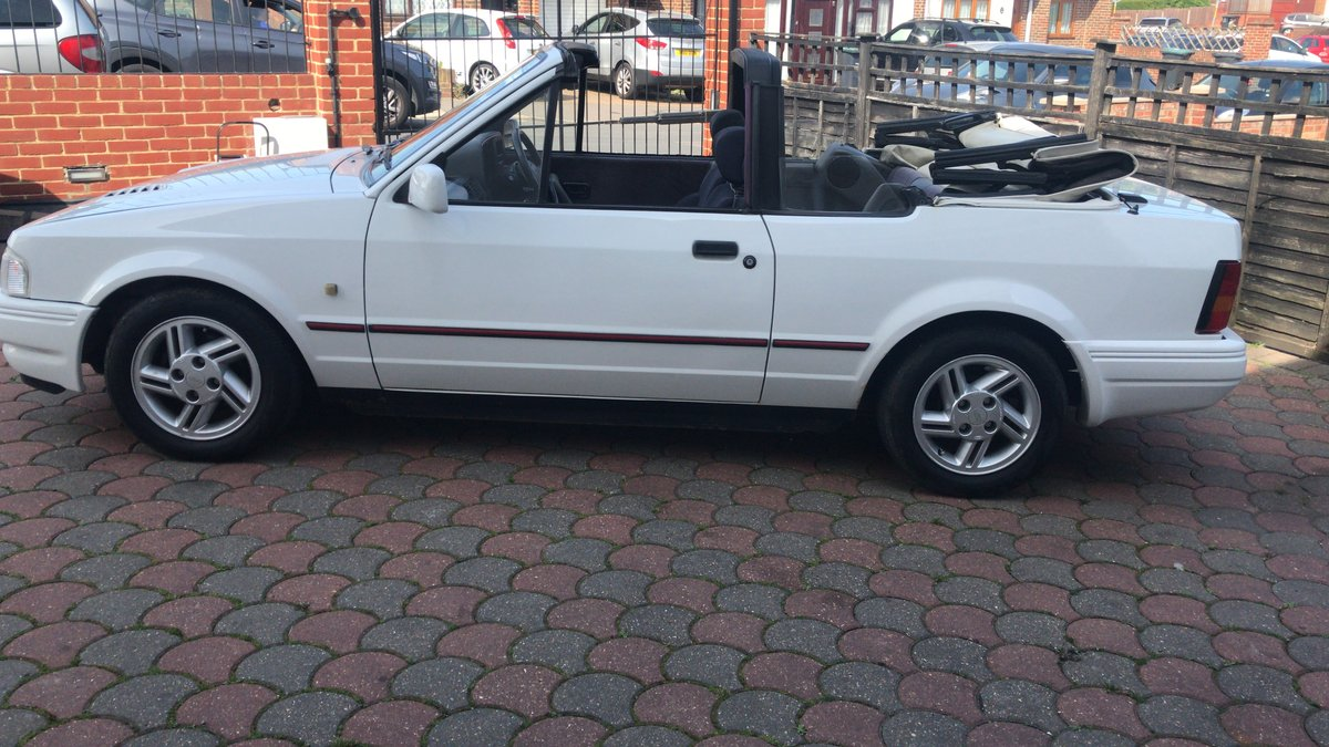 1988 Ford Escort 1.6i Cabriolet For Sale (picture 3 of 6)