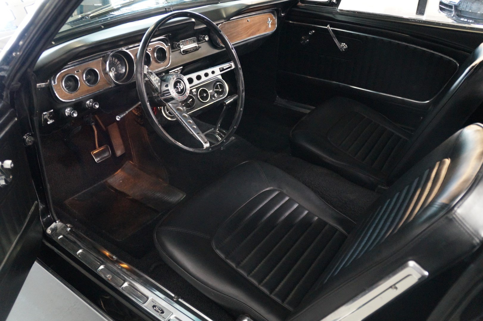 FORD MUSTANG Convertible Triple Black (1965) For Sale (picture 4 of 6)