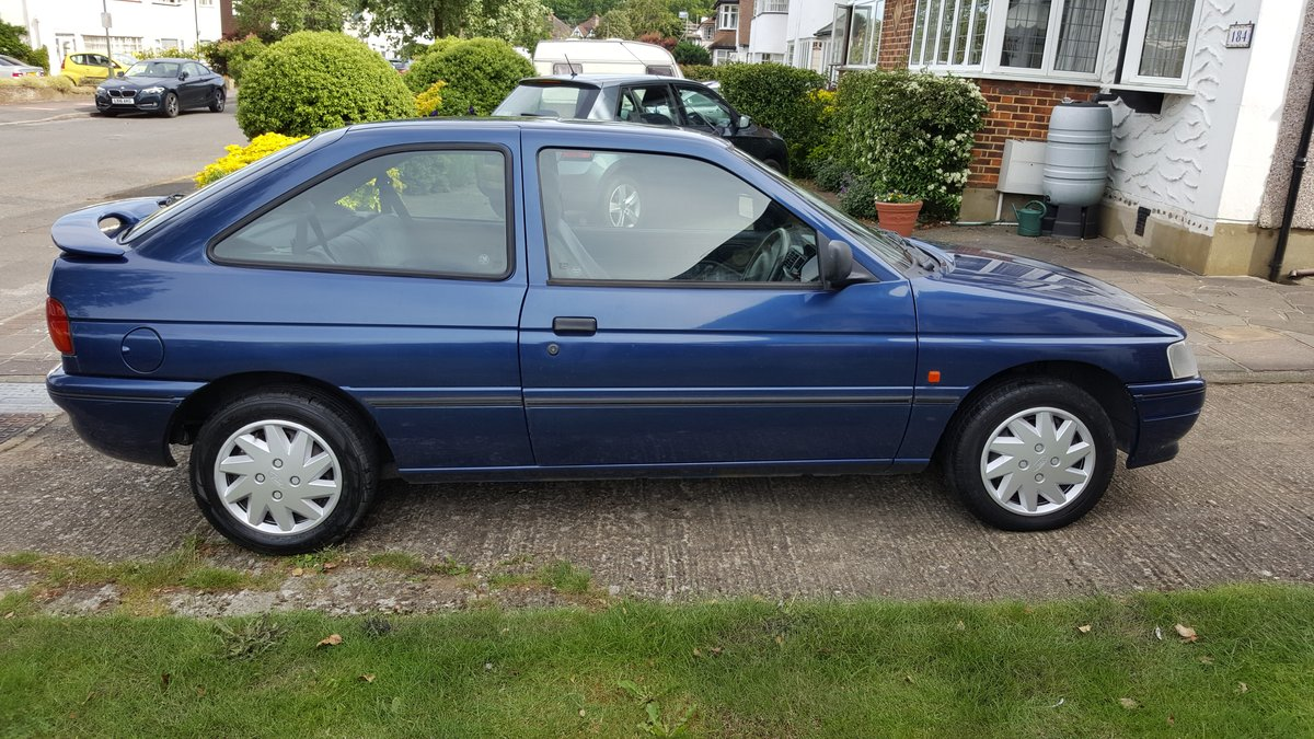 1995 Ford Escort 3-door hatchback low mileage. For Sale (picture 3 of 6)