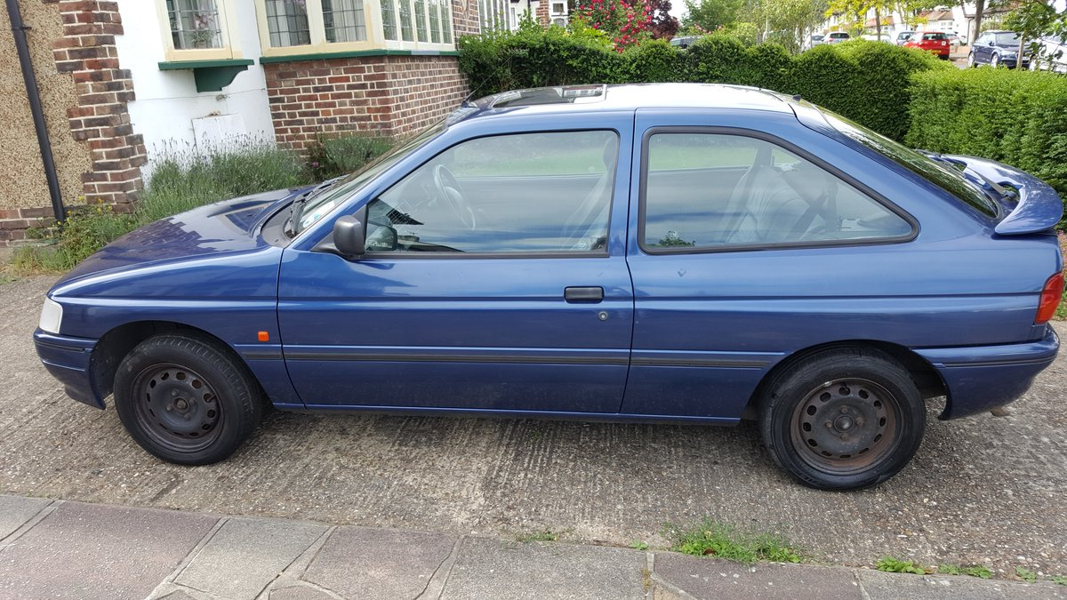 1995 Ford Escort 3-door hatchback low mileage. For Sale (picture 4 of 6)