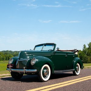 1939 Ford Deluxe Roadster Sedan = Go Green(~)Brown $31.9k  For Sale