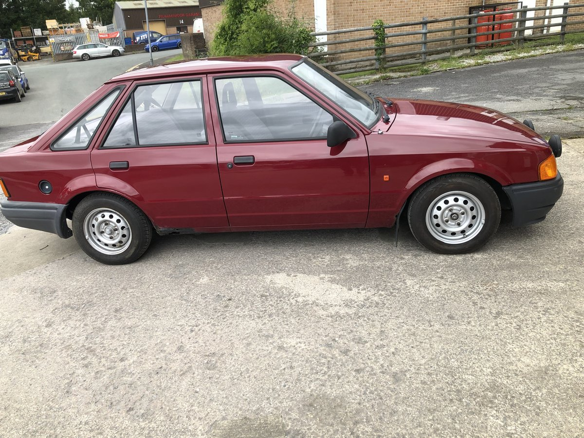 1989 FORD ESCORT 1.6 5 DOOR IDEAL RESTORATION PROJECT For Sale (picture 1 of 6)