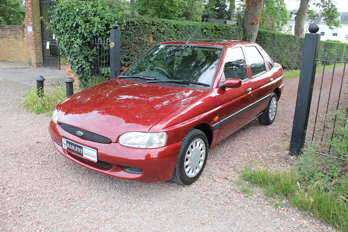 1999 Museum Quality Escort MkVI 1.6 Flight With Just 18k Miles SOLD (picture 2 of 6)