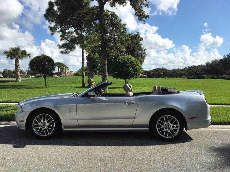 2014 Premium Ford Mustang convertible (Houston, TX) $19,995 For Sale (picture 3 of 6)