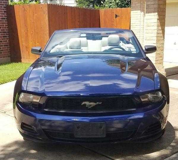 2010 Ford Mustang convertible (Houston, TX) $10,750 obo For Sale (picture 2 of 6)