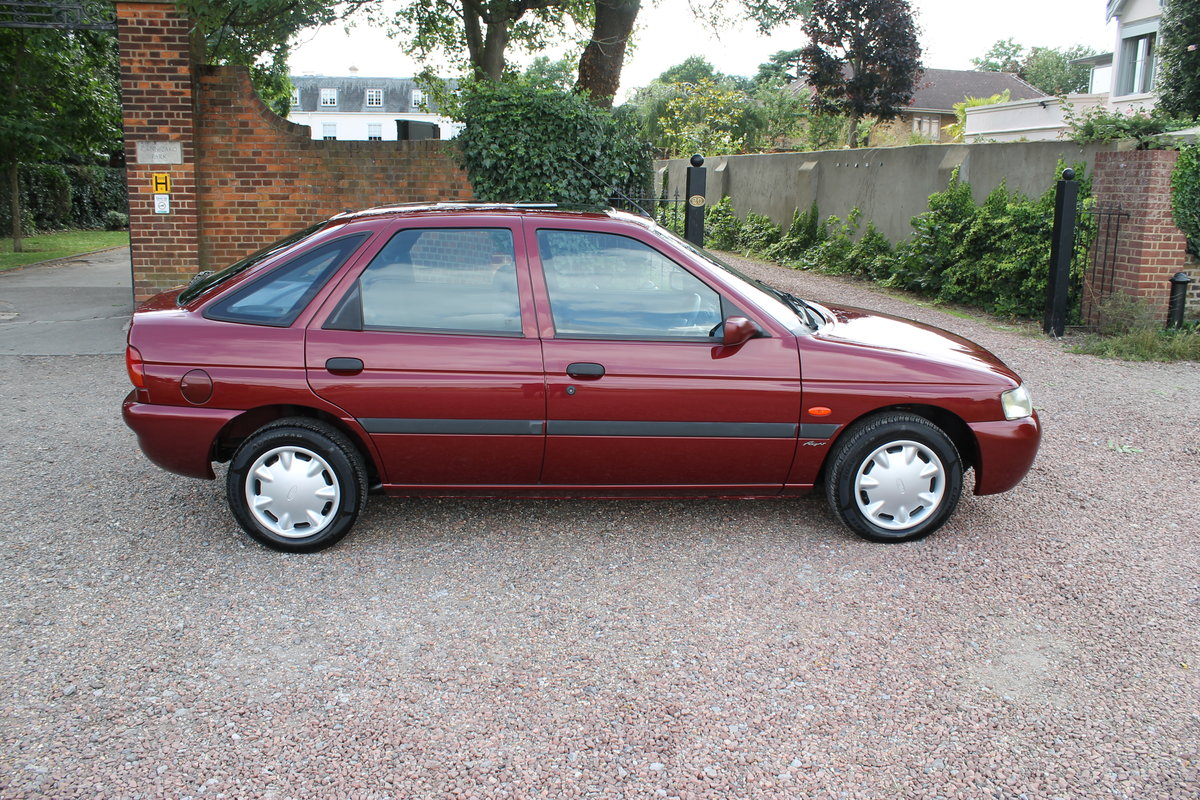 2000 Ford Escort MkVI 1.6 'Flight' With Just 13k Miles Since New For Sale (picture 2 of 6)