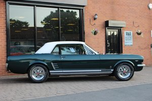1966 Mustang GT 302 V8 - Tremec T5 manual
