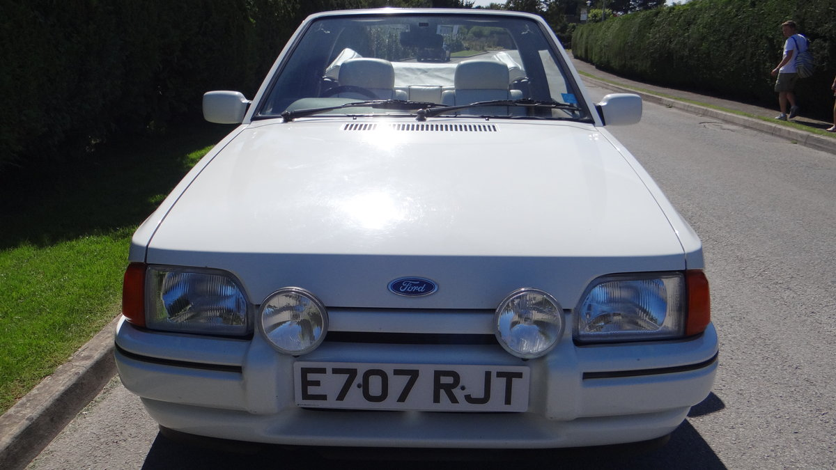 1988 Escort Xr3i cabriolet all white special edition For Sale (picture 3 of 6)