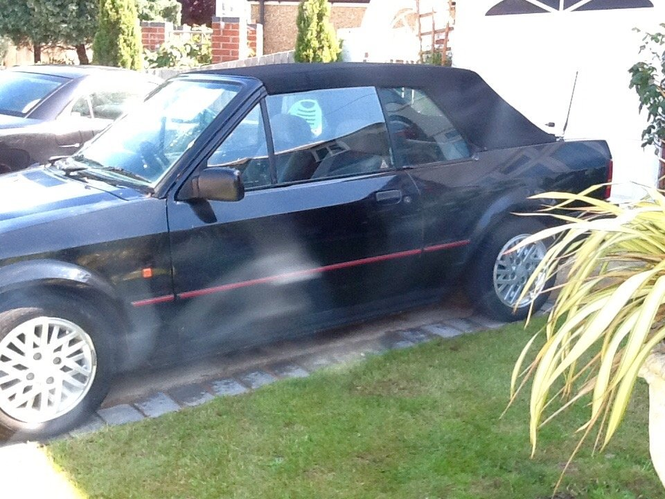 1990 Ford Escort 1.6 Cabriolet Black For Sale (picture 2 of 6)