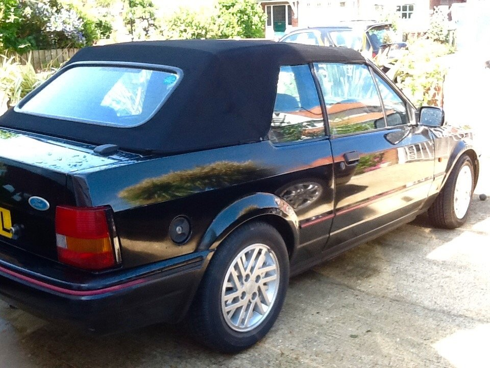 1990 Ford Escort 1.6 Cabriolet Black For Sale (picture 4 of 6)