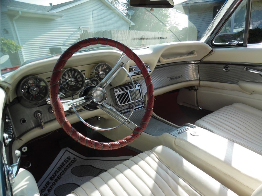 1961 Ford Thunderbird Convertible  For Sale by Auction (picture 4 of 6)