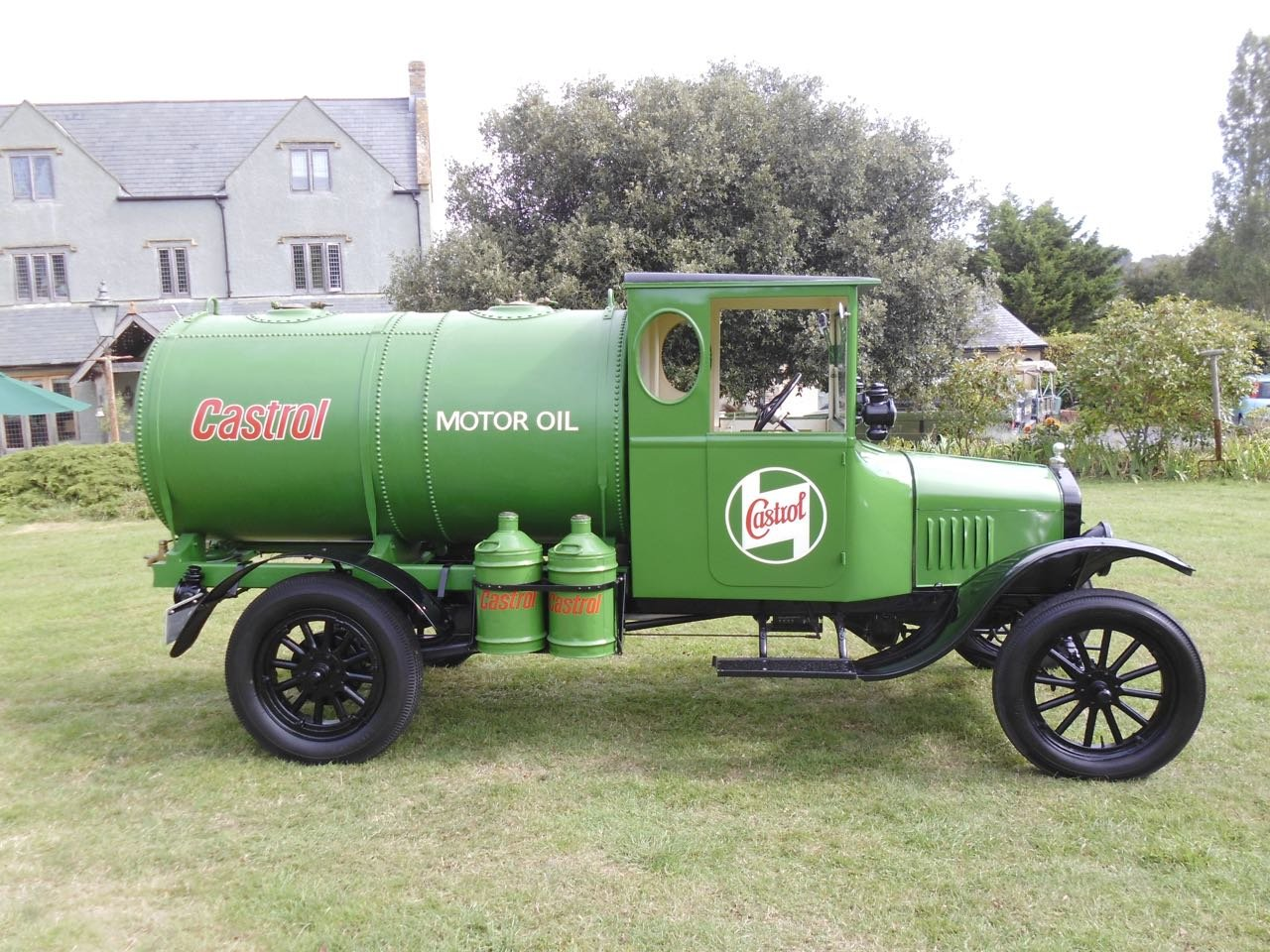 1923 Ford model T oil tanker Fully Restored For Sale (picture 2 of 6)