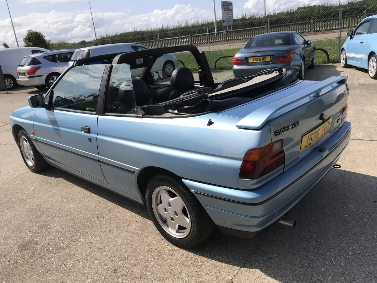1992 Ford Escort 1.8 ( 130PS ) XR3i Cabriolet For Sale (picture 3 of 6)