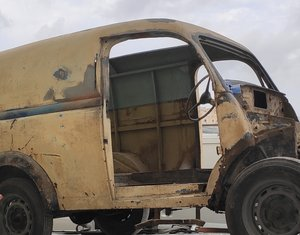 1952 Ford E83W Needs restoring