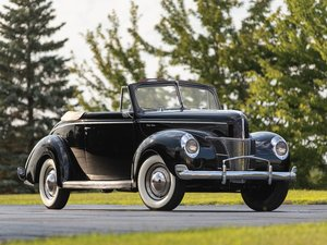 1940 Ford V-8 DeLuxe Convertible Coupe  For Sale by Auction