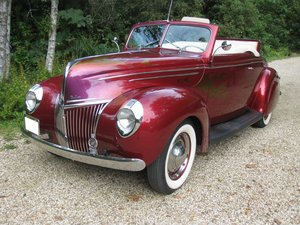 1939 Ford V8 Convertible Coupe