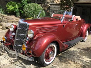 1935 Ford V8 Roadster Deluxe with Rumble Seat